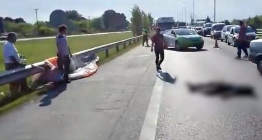 Luján: murió atropellado un parapentista que cayó sobre la Autopista del Oeste