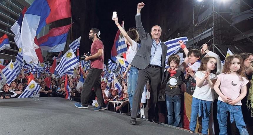 Elecciones en Uruguay: ganó Martínez pero habrá ballottage