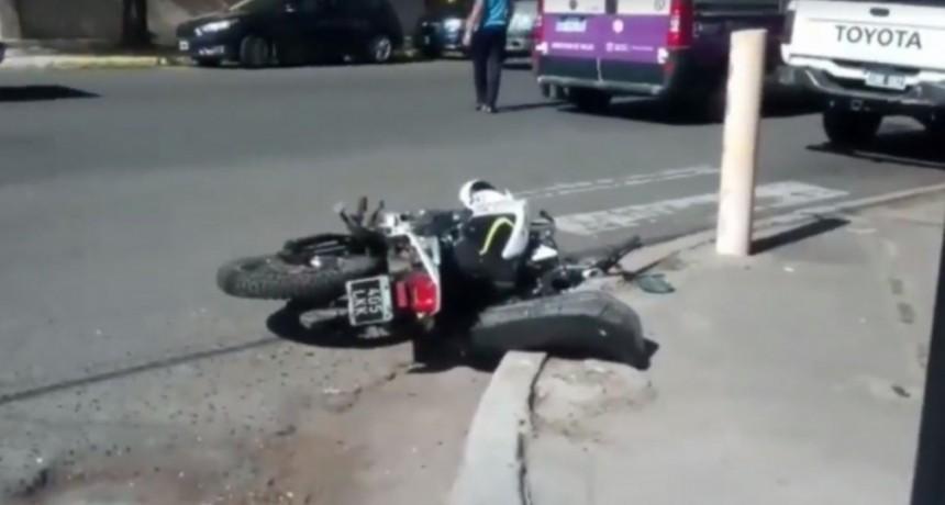 San Luis: un auto y una moto chocaron en la avenida España