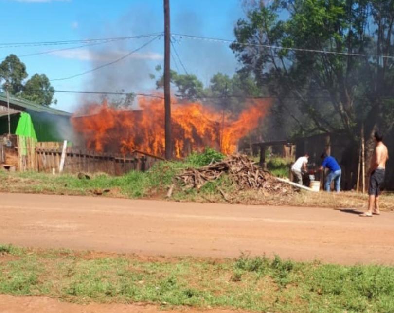 Apóstoles (Misiones): le incendió la casa a su amigo tras discusión por el Boca-River