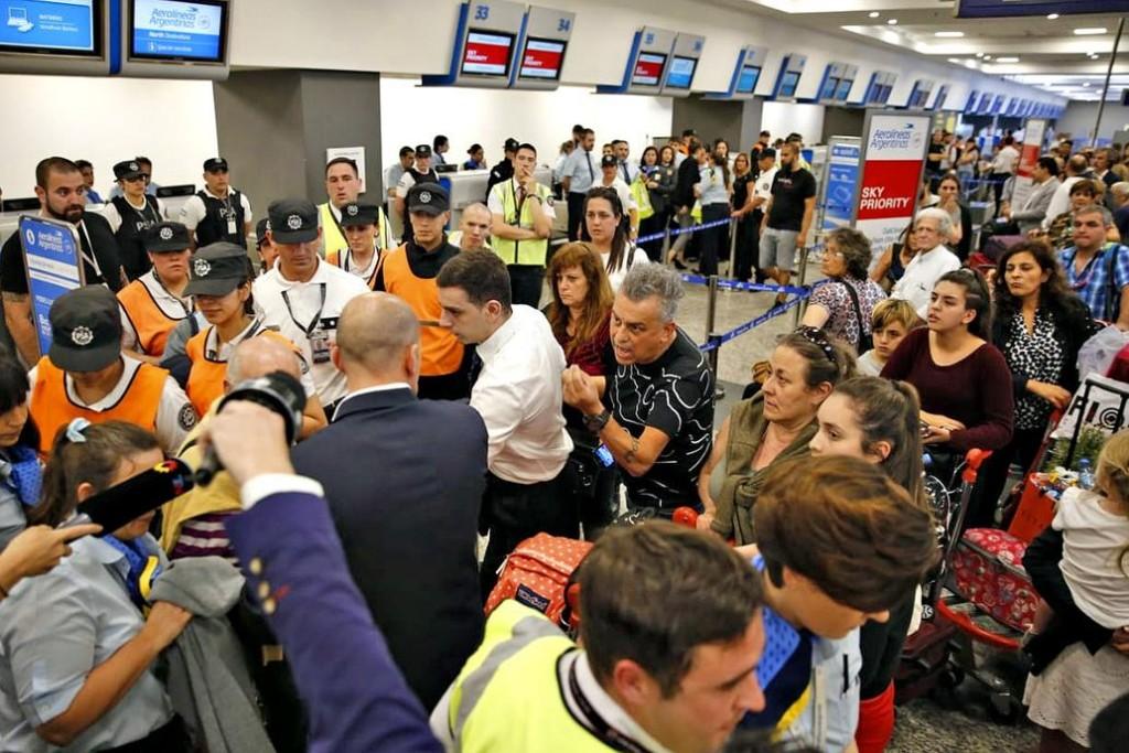 Levantaron el paro en Aerolíneas luego de 258 vuelos cancelados