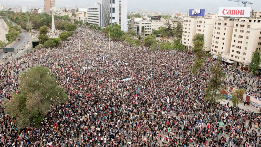 Sigue la violencia en Chile: carabineros reprimió una marcha en Santiago