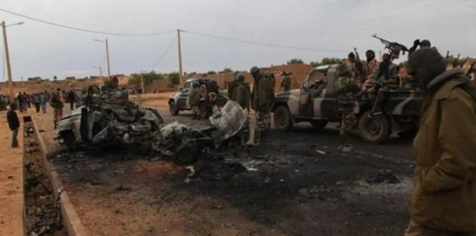 54 muertos en ataque a campamento militar en Malí