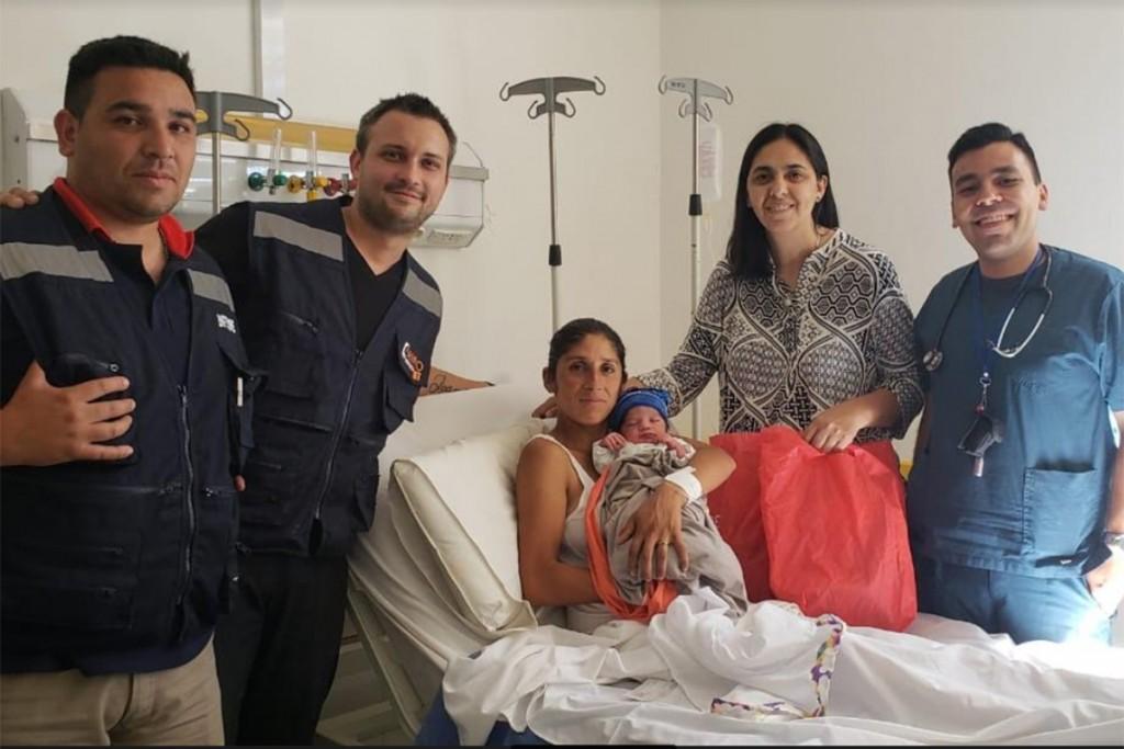Iba camino a la maternidad pero terminó dando a luz en una ambulancia del SEMPRO