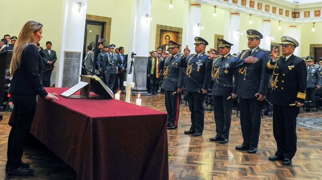 Bolivia: Jeanine Añez tomó juramento a los ministros mientras Evo Morales avisó que
