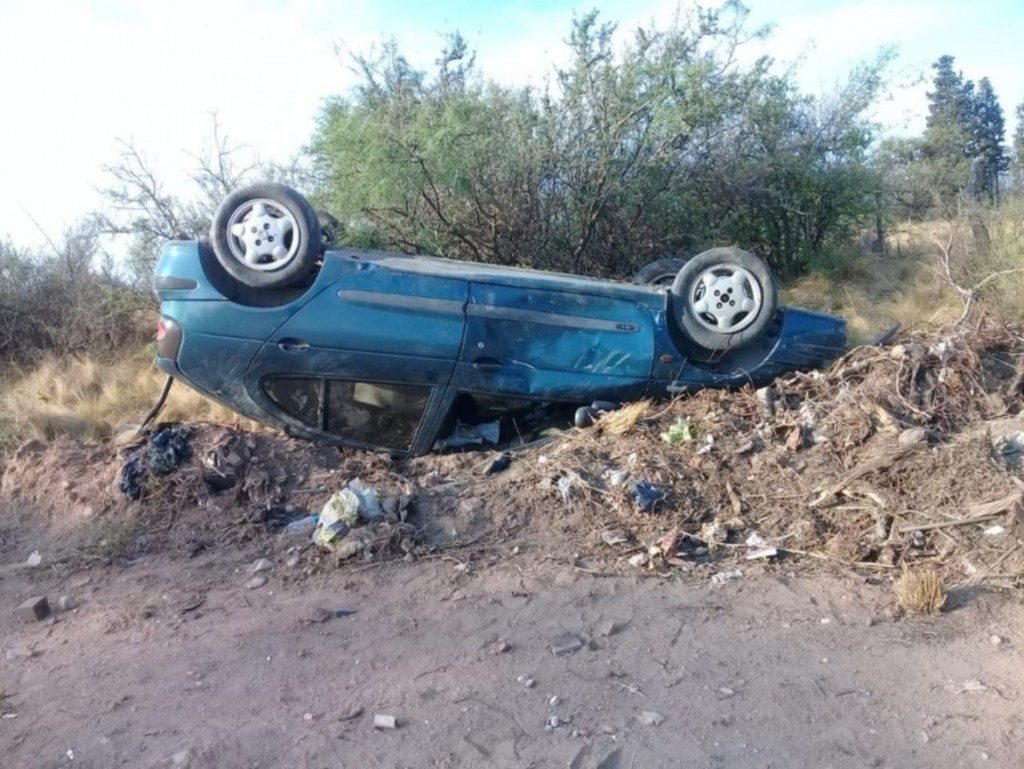 San Luis: un auto volcó en la ruta 16