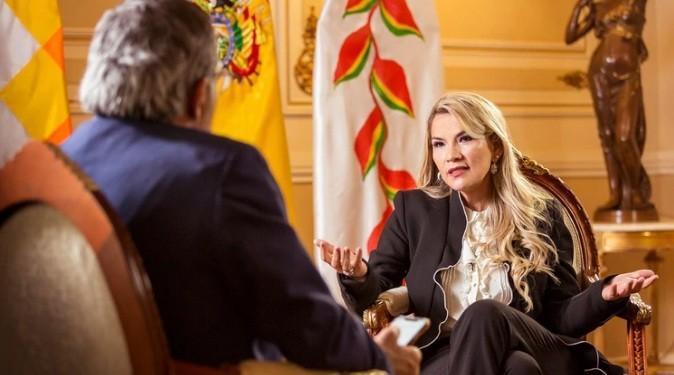 """Jeanine Áñez, presidente de Bolivia: """"Evo Morales tiene una actitud perversa, sólo piensa en el poder y eso es canallesco"""""""