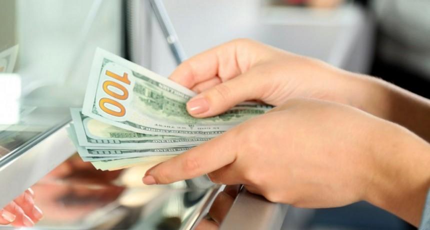 Después del nuevo cepo, el dólar abrió en alza