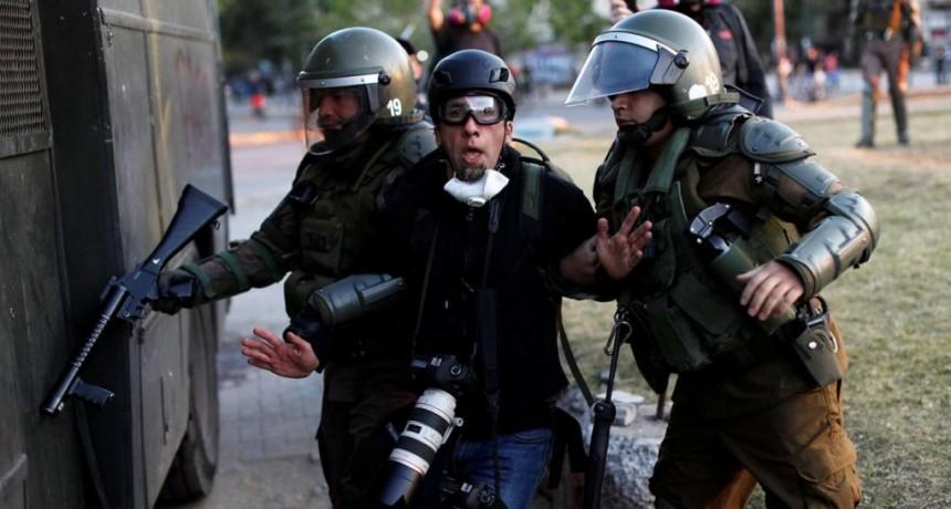 Chile: detuvieron a un fotógrafo argentino mientras cubría una protesta