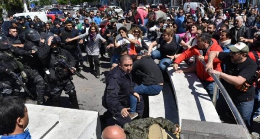 Ctera convocó a un paro docente mañana en todo el país por los incidentes en Chubut