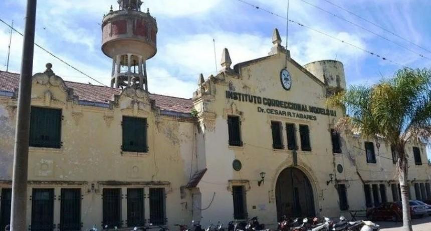 Penitenciaria fue violada por dos superiores en la cárcel y la echaron
