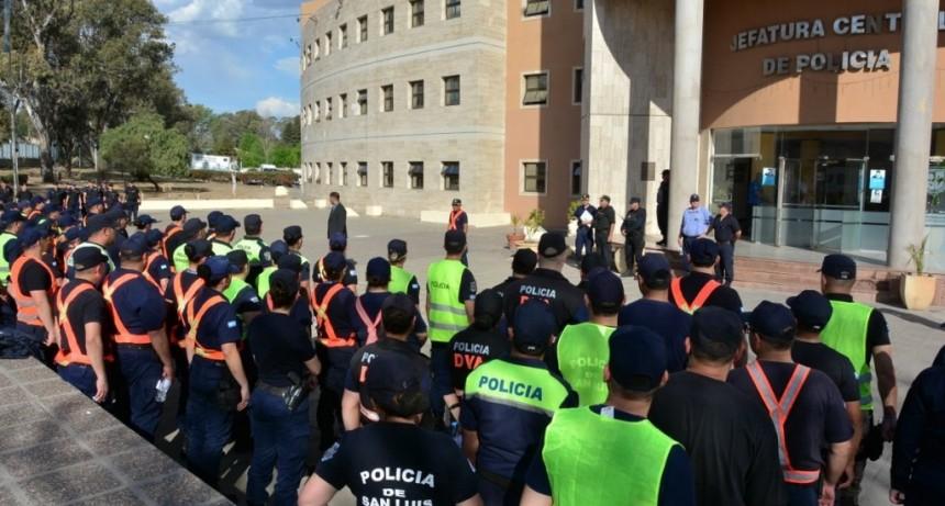 Ascienden a 140 policías de toda la provincia