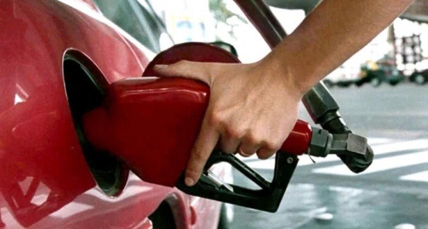 """Combustibles: vence el decreto del """"congelamiento"""" y las empresas evalúan nuevos aumentos"""