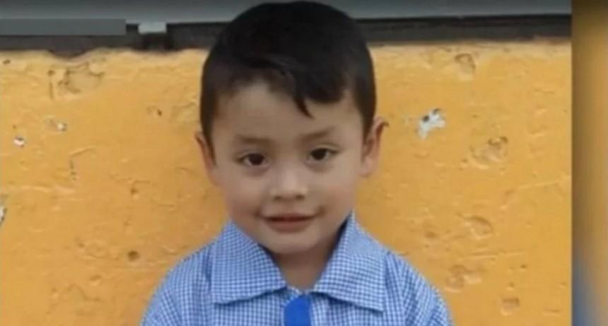 Un nene de 4 años murió tras recibir un piedrazo cuando quisieron robarle la moto a su papá