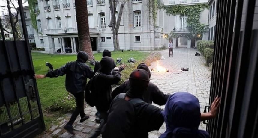 Atacaron la sede diplómática argentina en Chile y evacuaron al embajador Bordón