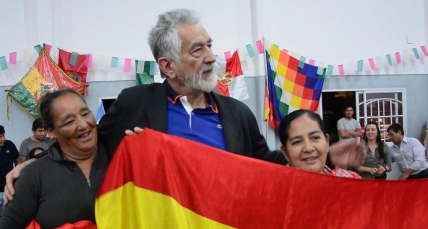 """Alberto Rodríguez Saá apoyó a la Comunidad Boliviana de San Luis: """"Lo de Bolivia es un golpe de Estado terrible, vengo a abrazarlos"""""""