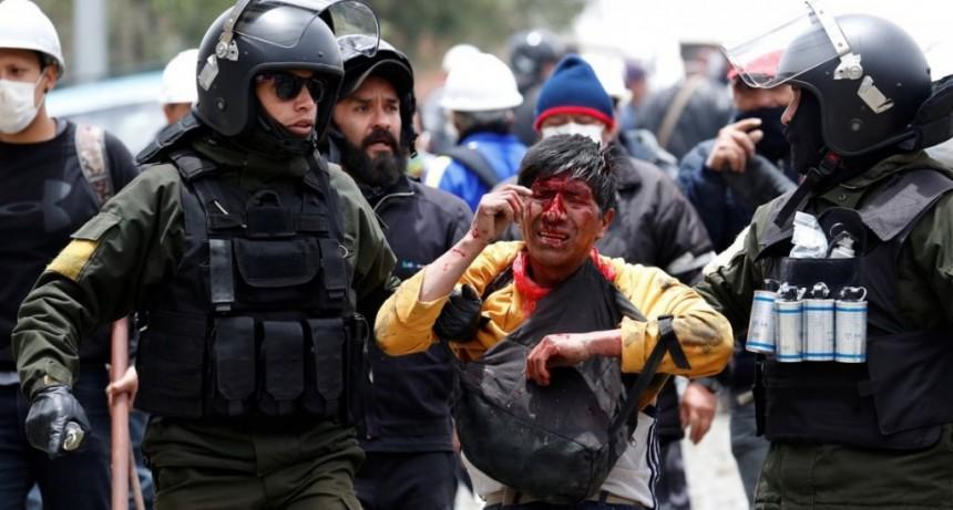 La policía de Bolivia reprimió las protestas contra el golpe y mató a otras dos personas