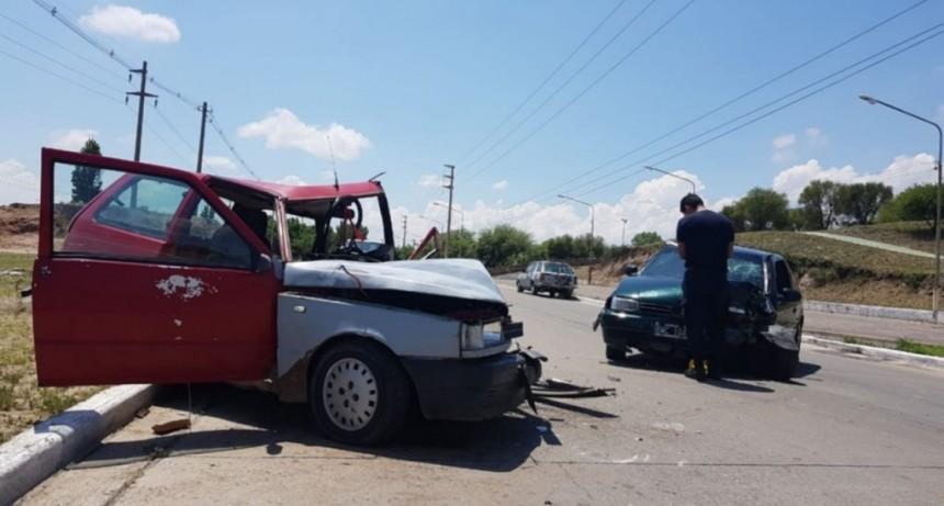 San Luis: dos autos chocaron frente a la Plaza del Cerro