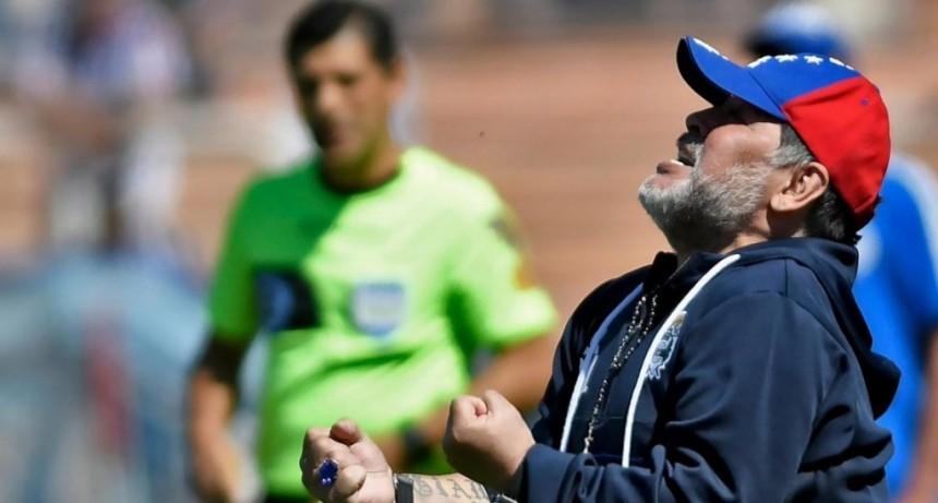 Maradona dejó de ser el DT de Gimnasia: no dirigirá el domingo ante Arsenal