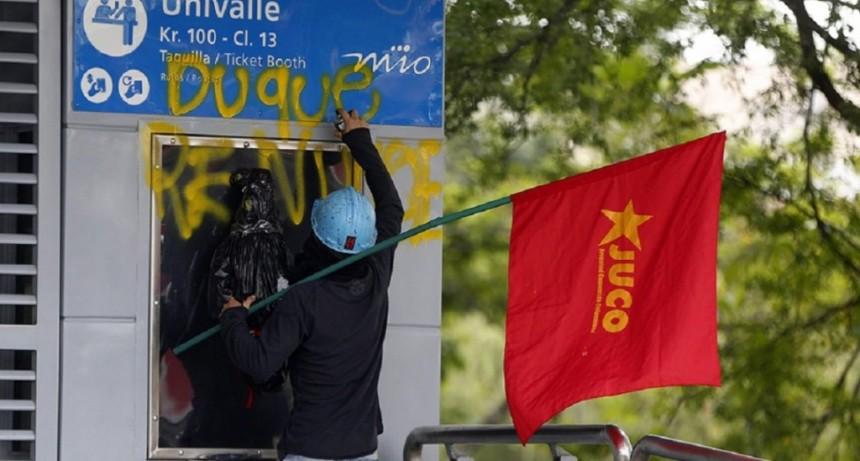 Tensión en Colombia: paro nacional y cacerolazo en Bogotá
