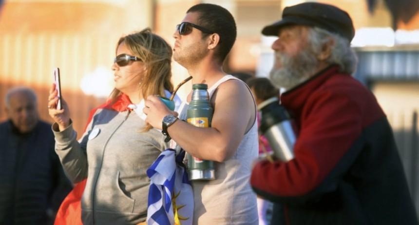 Uruguay define sus próximos cinco años con el balotaje entre Martínez y Lacalle Pou