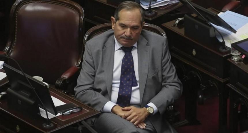 Por la denuncia de violación de su sobrina, Alperovich pidió licencia en el Senado