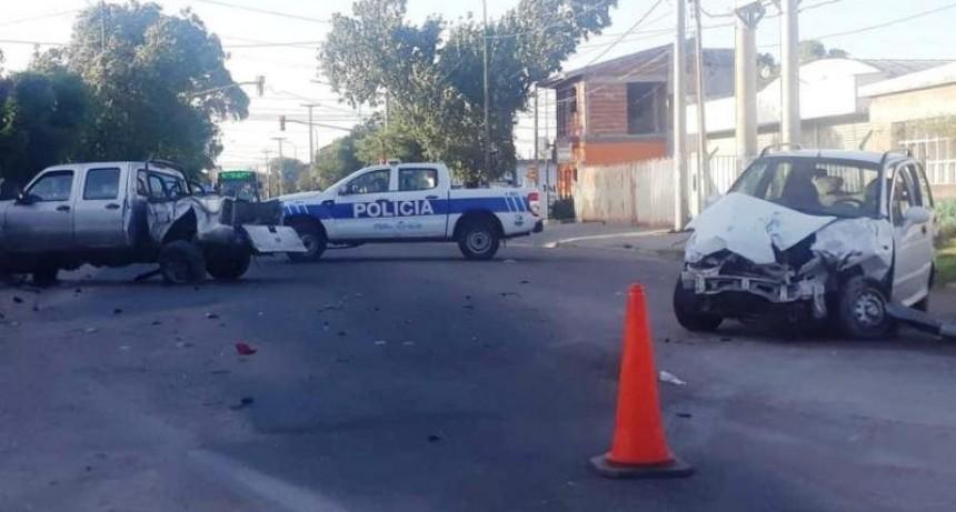San Luis: un auto y una camioneta chocaron en el cruce de las avenidas Centenario y Justo Daract