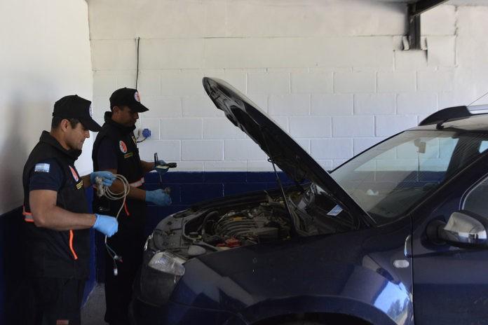 La policía comienza a realizar la revisión técnica vehicular