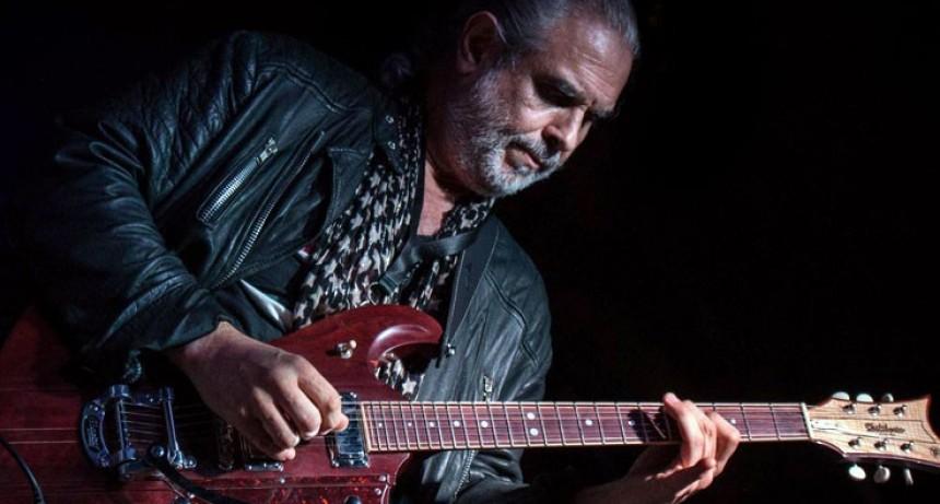 """La guitarra de """"Botafogo"""", en vivo en All Right"""