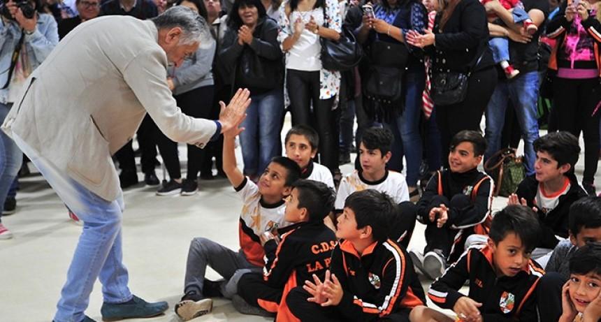 El gobernador inauguró obras en el Club Deportivo, Social y Cultural La Punta