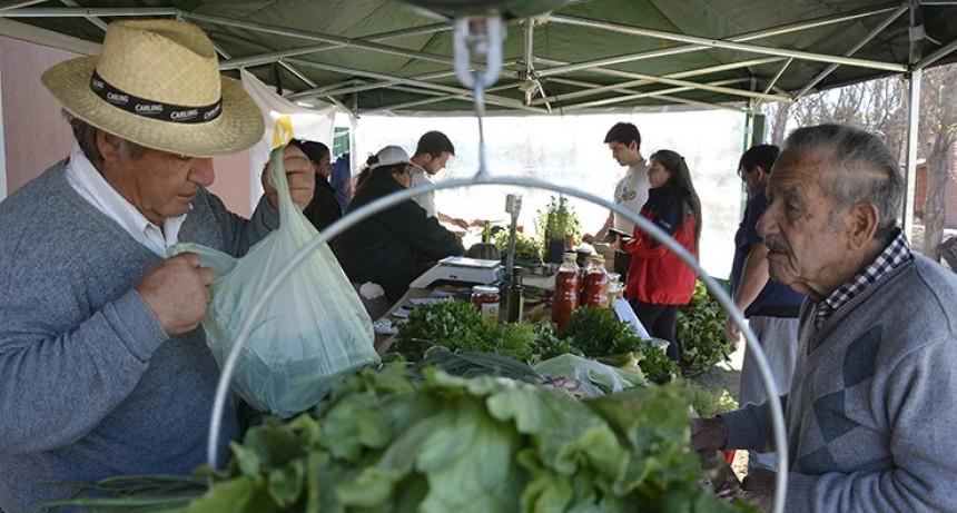 SOL PUNTANO espera al público con sus ofertas en frutas, verduras y carnes
