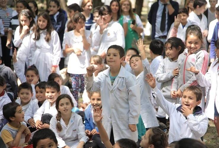 En 2020, los chicos volverán a clases el 2 de marzo