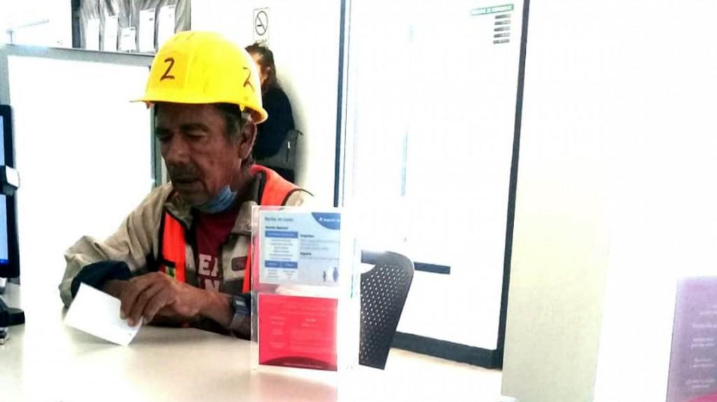 Sacó dos préstamos para ayudar a un compañero de trabajo y fue estafado