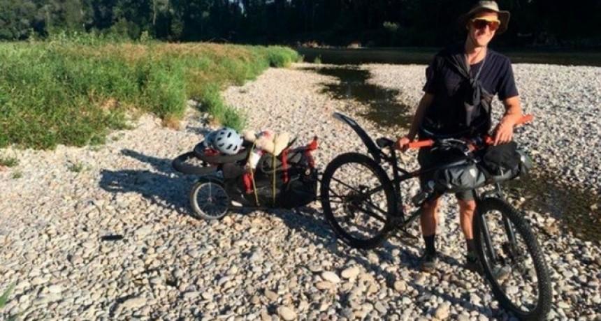 Llegó desde Alemania para recorrer la cordillera en bicicleta pero a las pocas horas le robaron todo