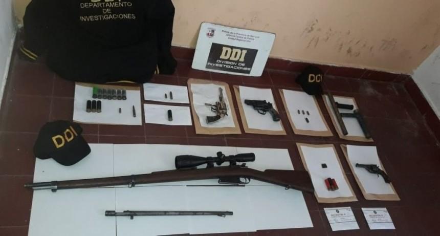 San Luis: la Policía secuestró armas de fuego, municiones, droga y aves canoras en varios domicilios de la zona sur