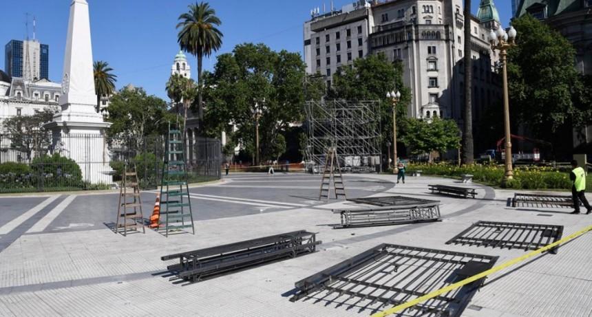 El fin de una era: quitan las rejas de la Plaza de Mayo