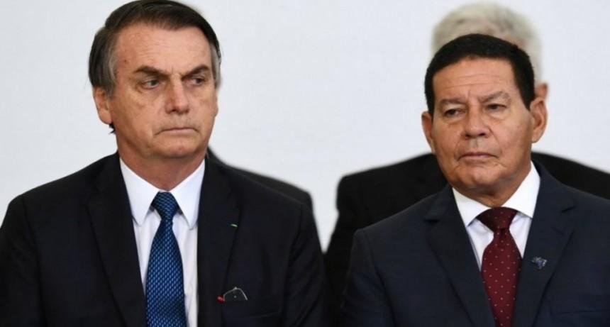 Al final, Bolsonaro mandó a su vice a la asunción de Alberto Fernández
