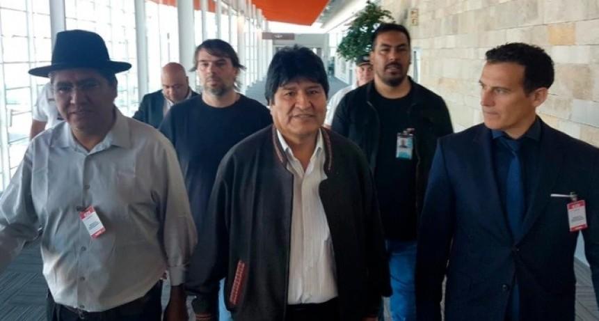 A menos de un día de haber llegado al país, Evo Morales violó su compromiso de no realizar manifestaciones políticas