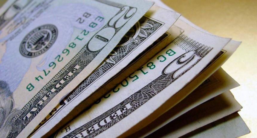 En la semana de la asunción de Alberto Fernández el dólar acumuló una suba de 13 centavos