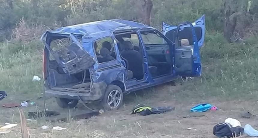 San Luis: volcó una Kangoo en la que viajaban 12 personas