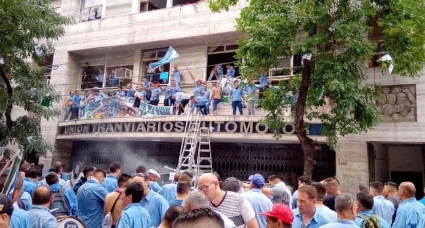 Tensión en la UTA: la oposición tomó la sede del sindicato y hay al menos once heridos