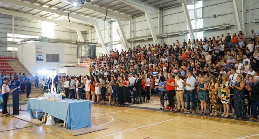 El IFDC de Villa Mercedes entregó sus diplomas a 83 flamantes profesionales