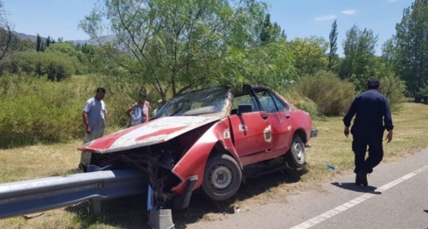 Juana Koslay: un auto quedó incrustado en el guardarraíl de la Autopista Los Puquios