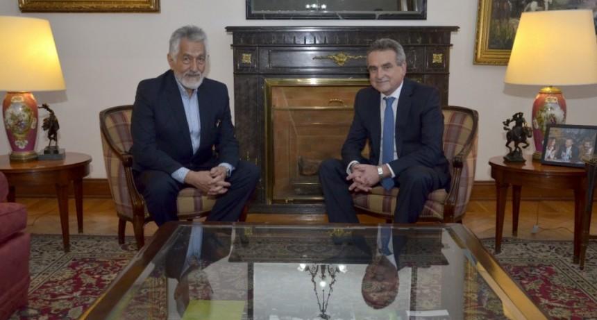 Alberto Rodríguez Saá visitó al ministro de Defensa Agustín Rossi
