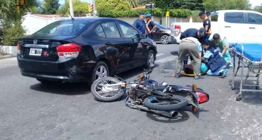 San Luis: dos motociclistas resultaron heridos tras chocar con un auto