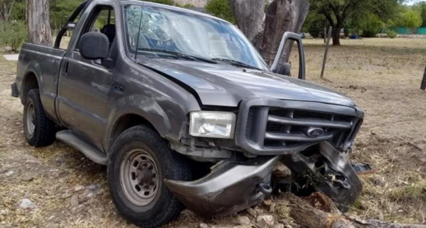 Nogolí: una camioneta chocó contra un árbol; hay seis heridos