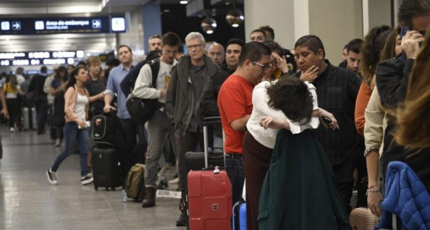 Aplicaciones, vuelos y servicios: si veraneás en Argentina también podrías pagar el impuesto del 30%