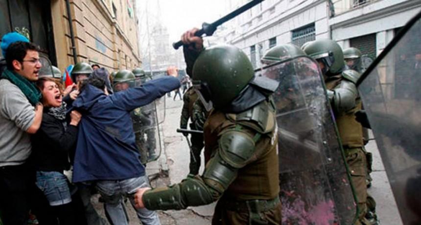 Dictaron la prisión preventiva para seis carabineros por torturas durante las protestas en Chile