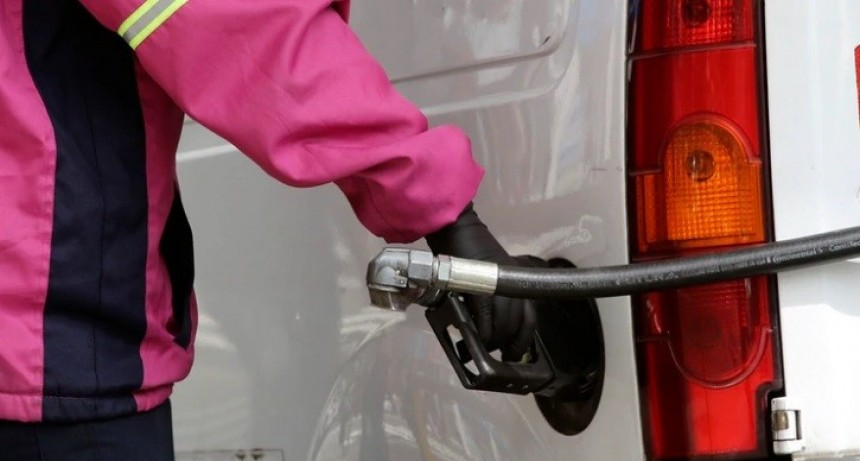 YPF aumentará mañana un 5% el precio de los combustibles