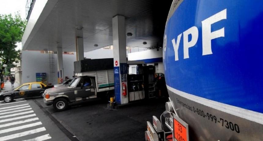Marcha atrás con el aumento del 5% de las naftas de YPF